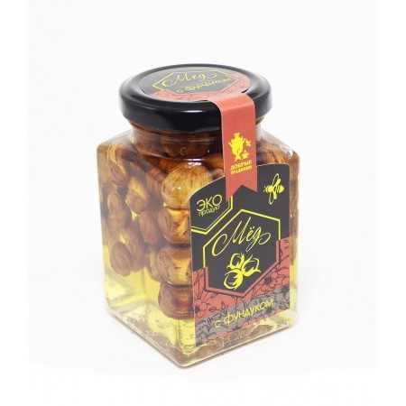 Акациевый мед с фундуком